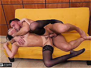 plumb gonzo Ariana Marie seduces with her tight cunny