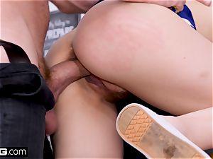Cheerleader Chloe Couture pummels her favorite instructor