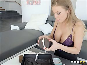 Britney Amber and Carter Cruise tribbing