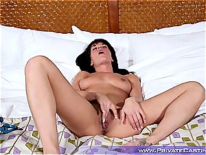 lovely femmes prepares her face for her very first sloppy facial cumshot