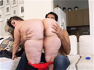 A bbw with some serious back
