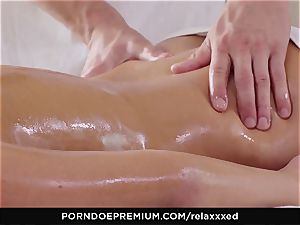 RELAXXXED - Amirah Adara glamour massage and sizzling hook-up