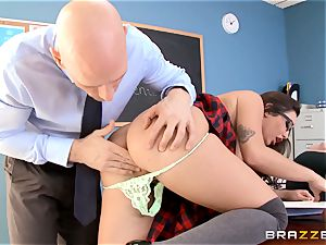 Top schoolgirl Karlee Grey gives presentation on a sybian
