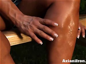 super-sexy muscular Amber takes off down and touches her ample pearl