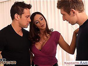 cougar Ariella Ferrera needs 2 dicks to pound her decently