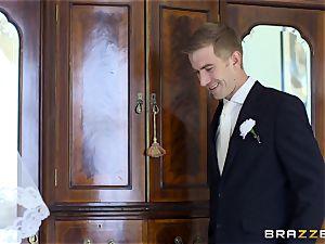 spear hungry bride Simony Diamond