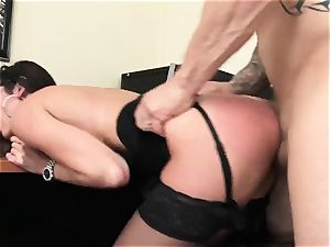 Office beauty Dava Foxx Blows Her chief to Keep Her Job