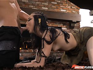 Game of blows and vulva smashes with Aria Alexander