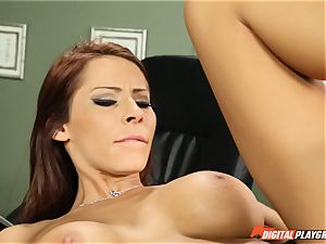 Keiran plunges his face with the pussy of Madison Ivy