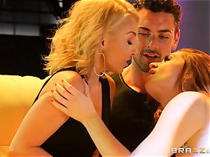 Aaliyah enjoy shares her stud with jaw-dropping pole dancing Veronica Vain