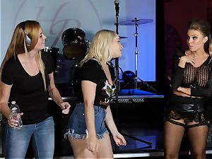 Britney Amber and Hadley Viscara super-steamy scene bang-out