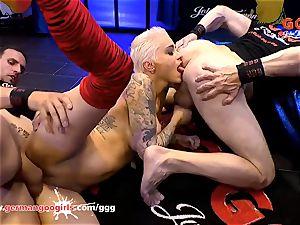German Goo femmes - Mila Milan in The sperm Arena