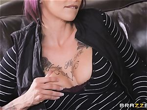 Anna Bell Peaks luvs playing games