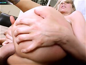 Julia Ann getting her wide open fuck-hole spread